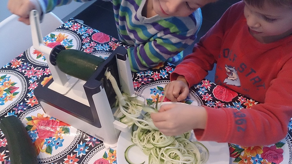 Zoodles making