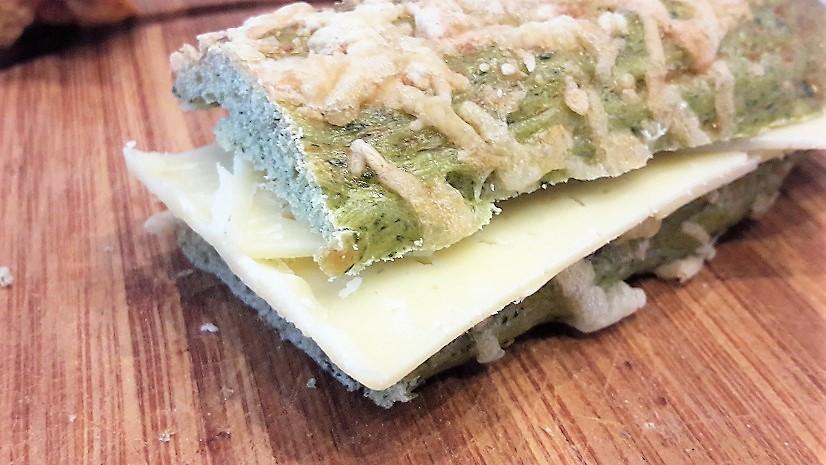 Spinazie Broodstengel belegd met kaas