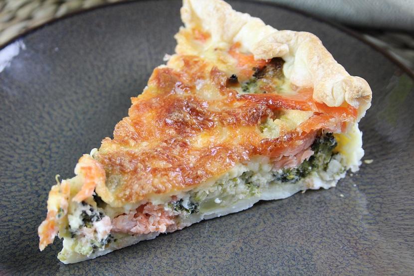 Quiche met gerookte zalm en broccoli