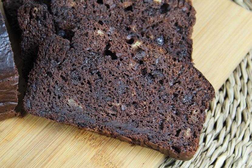Smeuïge en sappig Triple Chocolate Bananenbrood