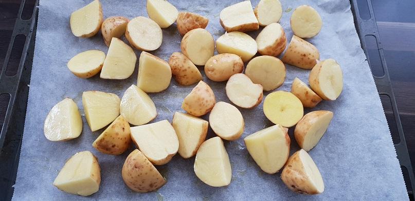 Aardappelen wassen en eventueel doorsnijden